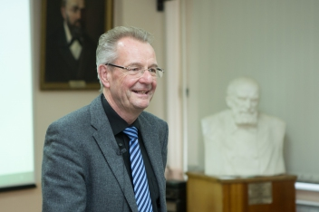 Prof. Dr. Hugo Saner gave a series of lectures on new perspectives of the telemedicine in Russia
